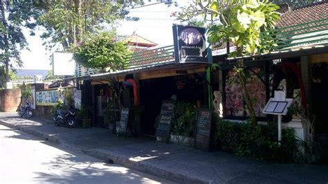 the 10 best restaurants near diwangkara hotel