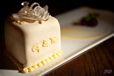 Best Wedding Cakes   Calgary wedding photographer   Tara