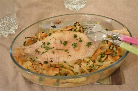 comment cuisiner la saumonette aile de raie au four vin blanc et chignons au fil du