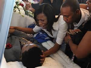 Aaliyah in open casket aaliyah funeral open casket