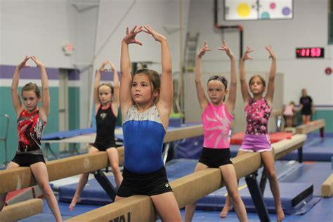 gymnastic little girl 4752 x