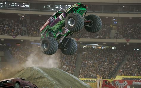 grave digger monster truck wallpaper 26 monster truck hd wallpapers background images