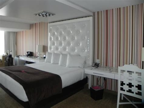 Which Is Better Rooms To Go Or City Furniture - high roller view go room gets a claustrophobic