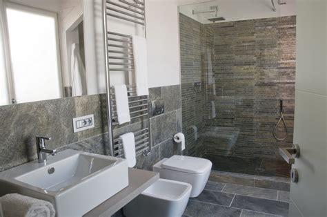 bagni rivestiti in pietra piastrelle e prodotti in pietra e marmo per bagno a