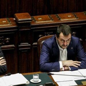 ministro interno elezioni infiltrazioni mafiose il governo scioglie due consigli