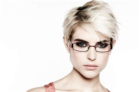 kurzhaarfrisuren mit brille trendige kurzhaarfrisuren