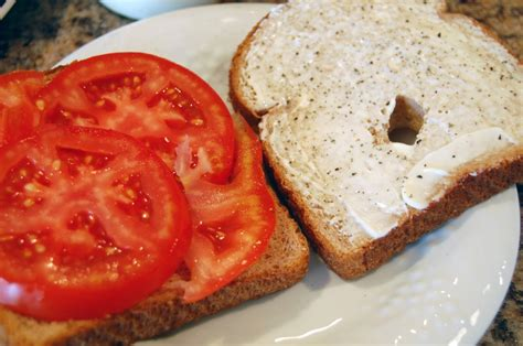 Simple Vegetarian Main Dishes - tomato sandwich eat at home
