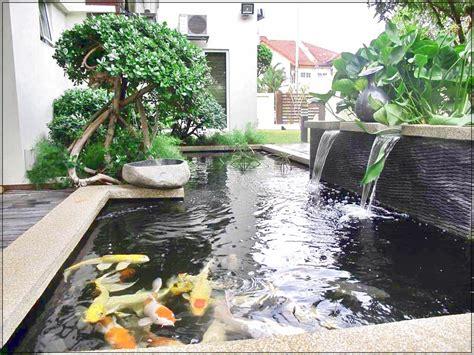 kolam ikan  teras rumah minimalis bernuansa alam  indah