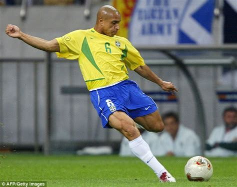 Soccerwe Brazil 2002 Roberto Carlos real madrid and brazil legend roberto carlos signs up to
