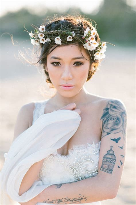 brides with tattoos 22 beautiful brides who showed their tattoos with pride