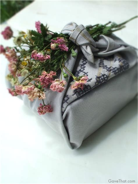 gift wrapping flowers twelve nature themed gift wrap ideas for the