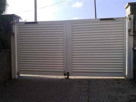 cochera y garaje diferencia elegir la puerta de garaje perfecta puertas met 225 licas