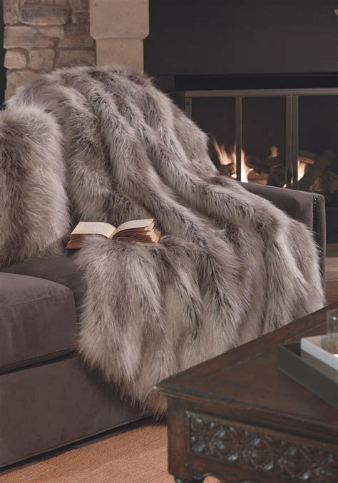how to put a fur throw on a sofa instyle decor com beverly hills fashion designer luxury