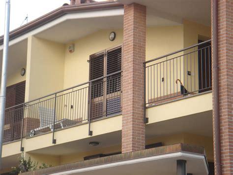 terrazzi con ringhiera ringhiera balcone in ferro battuto to23 187 regardsdefemmes