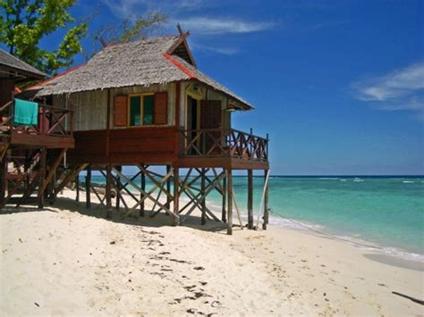 small beach house on stilts beach house on stilts small beach house on stilts house