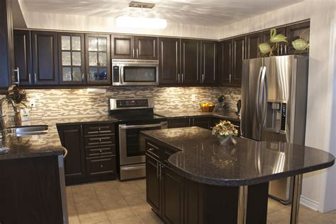 kitchen backsplash with dark cabinets kitchen backsplash ideas for dark cabinets
