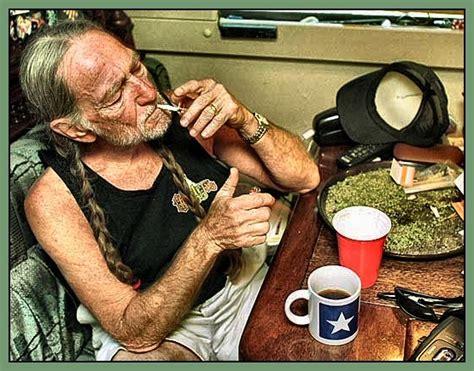 willie nelson smoking pot 77 best images about marijuana on pinterest wake and