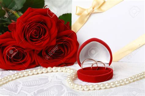 Paket Paper Flower Rumbai Balon Cincin 8372517 wedding rings in box against bouquet of roses and invitation card on lace background