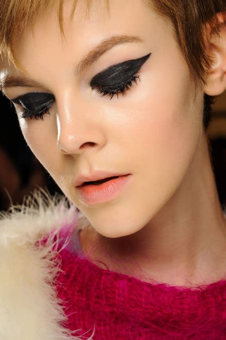 Eyeliner Sui backstage makeup looks from fashion week trends