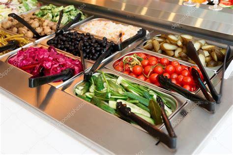 alimentos encurtidos alimentos encurtidos en mostrador de autoservicio
