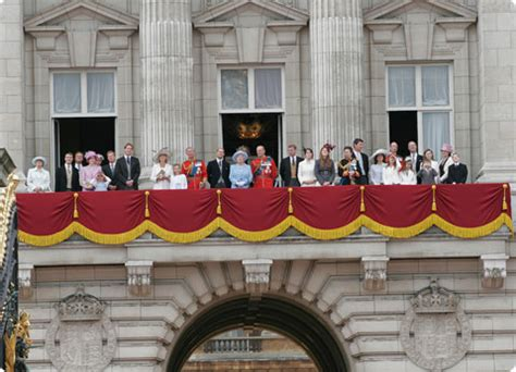 how many bedrooms are there in buckingham palace changing the guard royal palaces buckingham palace