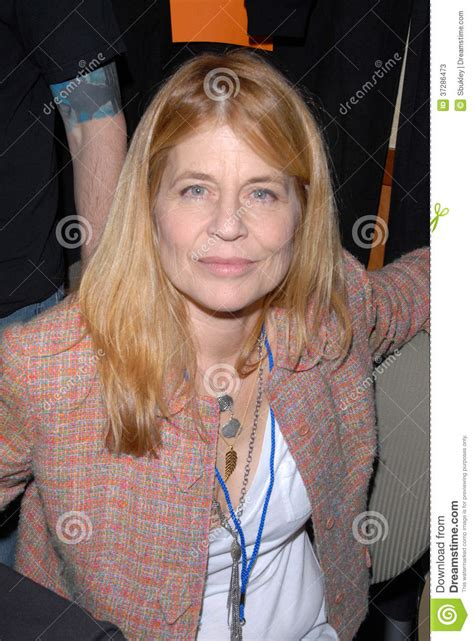 what does richard rawlings use in his hair is linda hamilton in a premarin commercial