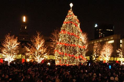 o christmas tree toronto lights up the season with