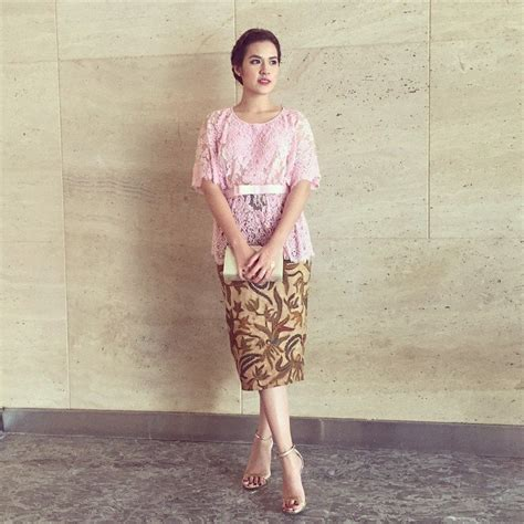 Dress Batik Rok Kiri Belah Dalaman inspirasi kebaya raisa untuk berbagai acara anda