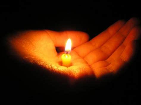 luce candela luce colorata il buio interiore