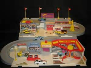 1986 Hot Wheels STO & GO Car Wash and Service Station