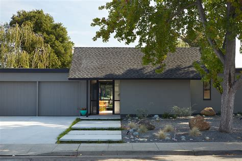 eichler style homes mid century eichler home gets a bold remodel into the 21st