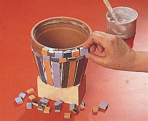 vasi da decorare decorare vasi con piastrelle colorate bricoportale fai