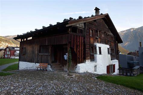 cama antigua de madera la casa de madera m 225 s antigua de europa maderea