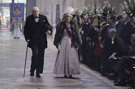 actor george vi the crown the crown who is john lithgow the american actor playing