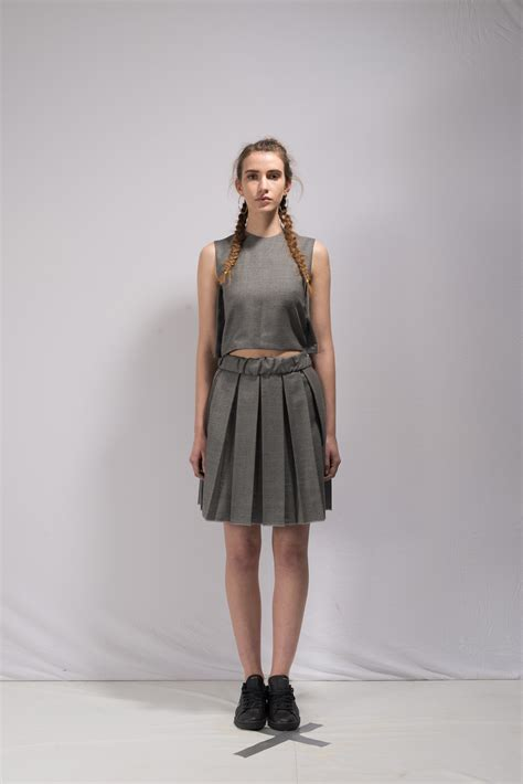 this is the gray the roll pleated skirt