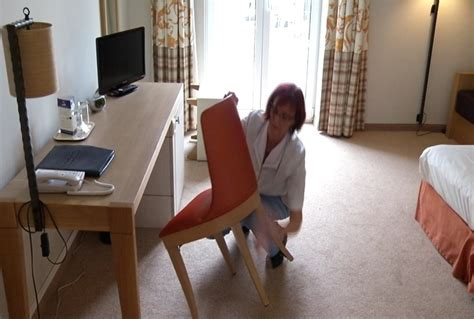 qualité femme de chambre h 244 tels cherchent femmes de chambre mat 233 l 233