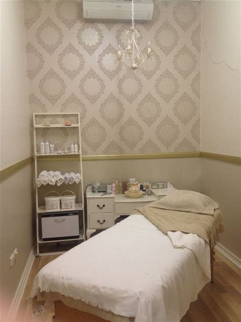 shabby chic salon decor best 20 shabby chic wallpaper ideas on vintage wallpapers chabby chic and cottage
