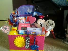 preschool gift ideas best 25 graduation gift baskets ideas only on