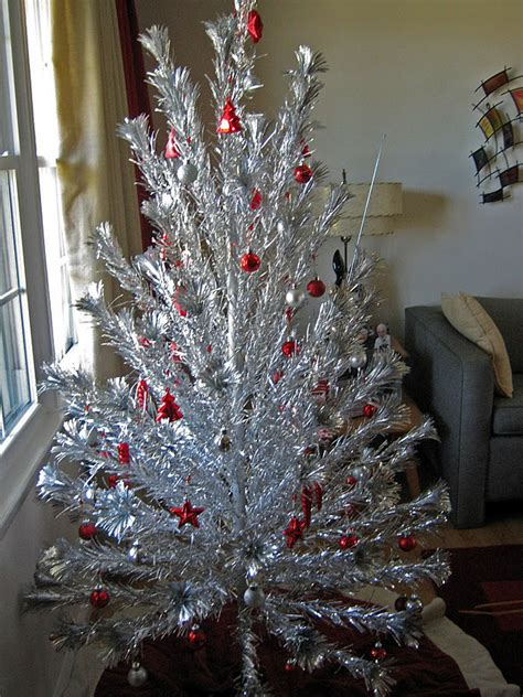 1950s aluminum christmas tree gadding about with grandpat our vintage 1950s aluminum tree