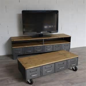 table basse industrielle avec 4 anciens tiroirs de l