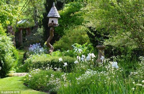 dering landscape garden roundhill cottage