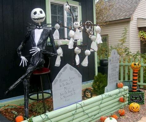 nightmare before christmas home decor that i love this is so gonna be my front yard one day for halloween