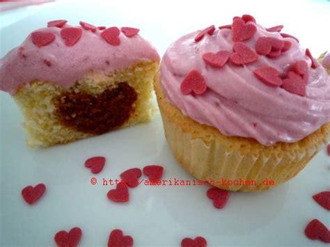 valentinstags kuchen himbeer vanille cupcakes f 252 r den valentinstag rasberry
