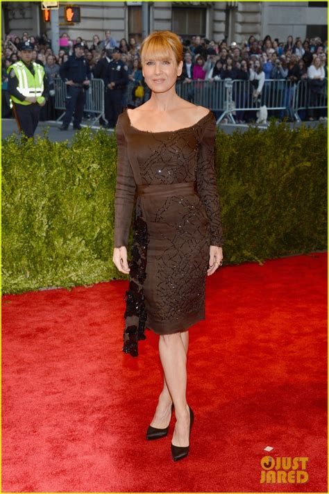 renee zellweger red carpet renee zellweger met ball 2013 red carpet photo 2865621