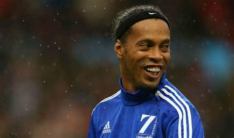 Brazilian Ronaldinho gets tumultuous welcome in Kerala