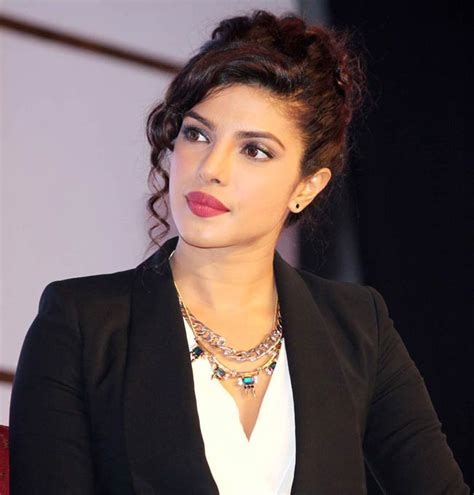 bollywood actresses charges per movie priyanka chopra is bollywood s actress charging 8 crore
