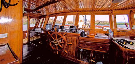 wheel house wheelhouse image gallery motor yacht mercedes wheelhouse and captain yacht