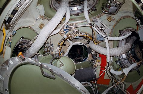 space interno file mir node interior sts 84 2 jpg wikimedia commons