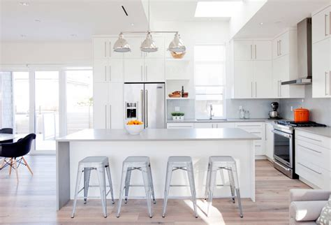 grey kitchen cabinets with white countertops 30 gorgeous grey and white kitchens that get their mix right