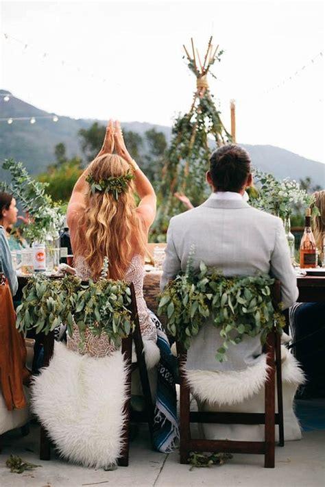 cool faux fur winter wedding ideas deer pearl flowers
